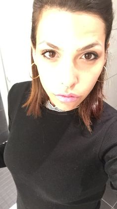 Model girl make up tutorial countouring lipstick