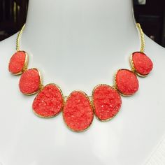"""Stephan & Company Coral Glitter Stone Necklace ABSOLUTELY STUNNING! Stephan & Co Coral Colored Glitter Stone Necklace - Gold-tone, Measuring 18"""" in Length with a Lobster Claw Closure. RETAIL $50.00 Stephen & Co Jewelry Necklaces"""