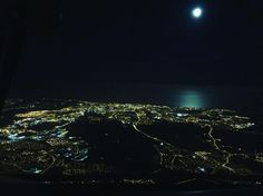 I didn't get to see the super moon the other night but I did see it the day after! Still quite impressive #supermoon #moon #sea #reflection #night #sky #flying #aviation #avgeek #instagramaviation #femalepilot #goodvibesonly #town #lights #evening #thenorth #bestview #lovinglife #havingfun #pilotlife #crewlife