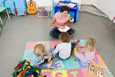 Circle time for 2-year-olds can be challenging, as high energy levels and short attentions spans conspire to make sitting still for long difficult. Still, if you work in a daycare or preschool setting, there are ways to keep story time interesting. The key is to have a mix of activities that aren't too long in duration.