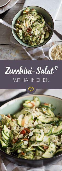 Tschüss Fertigsalat! Mit Zucchini, Hähnchen und selbstgemachtem Pesto hängst du den fertig geschnippelten Salat aus dem Supermarkt in 25 Minuten ab.