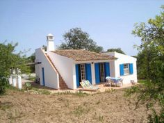 A Villa in the Algarve Portugal Lisbon Apartment, Mediterranean Style Homes, Charming House, European House, Village Houses, Home Comforts, House In The Woods, Old Houses, New Homes