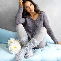 Complement your look with comfy-chic clothing from Lemon Legwear. Their designs range from classic to trendy in lounge-worthy silhouettes that work for sleeping, relaxing or running errands on your day off. Geek Chic Outfits, Cute Outfits, Fashion Outfits, Lounge Outfit, Lounge Wear, Leg Warmers Outfit, Cable Knit Socks, Frilly Socks, Wool Tights