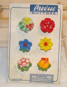 ButtonArtMuseum.com - Vintage Czech Glass Flower Novelty Buttons on Original Card 1930S