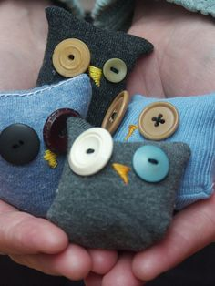 "Foto ""pinnata"" dalla nostra lettrice Paola Fortuna These little sock owls would be cute made out of needle felted wool too."