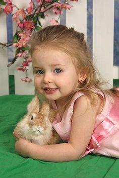 Beautiful Little Girls, Beautiful Children, Animals For Kids, Cute Animals, Cute Babies, Baby Kids, Somebunny Loves You, Innocent Child, Kids Zone