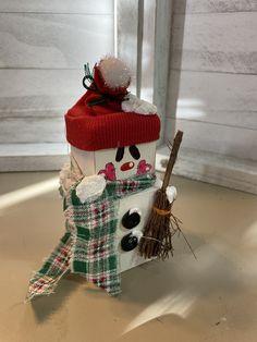 Wooden Christmas Crafts, Christmas Ornament Crafts, Christmas Snowman, Christmas Projects, Christmas Decorations, Xmas, Painted Bricks Crafts, Brick Crafts, 2x4 Crafts