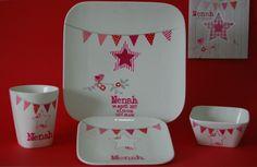 Femkado bewerkt serviesgoed tot een uniek en persoonlijk geschenk voor geboorte, doopfeest en verjaardag. Kijk op Femkado.nl voor meer informatie.