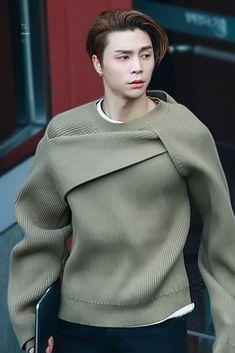 Nct Johnny, Johnny Seo, My Favorite Music, Kpop Boy, Boyfriend Material, Jaehyun, Nct Dream, Beautiful Men, Chef Jackets