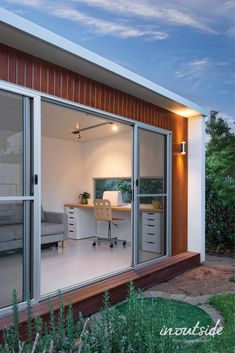 practical and versatile - the perfect garden room by inoutside Backyard Office, Backyard Studio, Garden Studio, Studio Room, Home Studio, Studio Spaces, Prefab Homes, Modular Homes, Outdoor Living Rooms