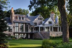 Architect Michael J. Abraham, along with his partner, Michael M. Culligan, crafted a design that references the local vernacular with classic gables and stained cedar wood siding. Cedar Siding, Wood Siding, My Dream Home, Exterior Design, House Tours, Future House, Modern Farmhouse, Modern Country, Luxury Homes