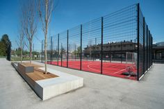 Sportpark : Moderner Garten von A24 Landschaft Landschaftsarchitektur GmbH
