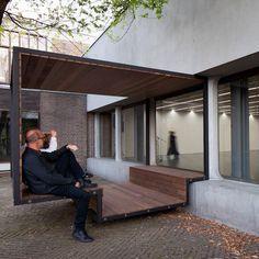 Pour le centre culturel du quartier de Strombeek à Grimbergen en Belgique, le designer Polonais Pawel Grobelny a imaginé Out-door-Cinema