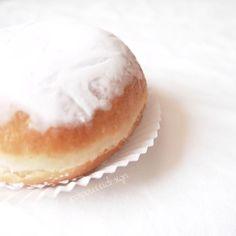 "THINGS ⊷ handmade ⊶ FOOD su Instagram: "" Coccole della domenica... #sunday #sweet #dolci #food #cucina #bakery #afternoon #yoghi #ascolipiceno #merenda #bombolone #crema #cheesecake #white #mood #whitechocolate #whitelove #whitelovers #romantic #pic #picoftheday"