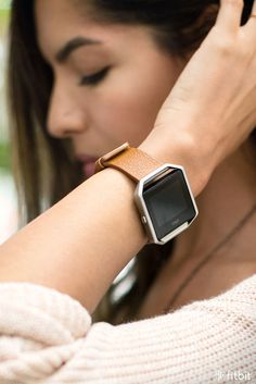 With interchangeable bands in metal, leather and more, Fitbit Blaze makes it easy to create the right style for any occasion.