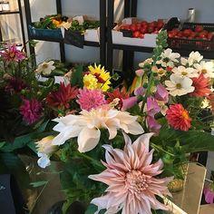 Lite blommor och grönsaker att förgylla helgen med