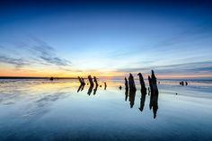 Zonsondergang boven palen op het wad bij Moddergat in Friesland. Wale, Netherlands, Holland, Flora, Poster, Clouds, Beach, Prints, Travel
