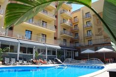 Hotel Stella Maris Blanes Located just 100 metres from S'Abanell Beach in Blanes, this hotel features an outdoor swimming pool and free Wi-Fi in public areas. All rooms include a private balcony and air conditioning.