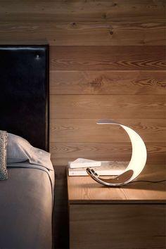 Die Curl-Lampe ist ein Gerät mit ausgewogenen Proportionen und einer natürlichen skulpturalen Präsenz. Die Typologie der Referenz ist die Tischlampe, eine Leuchte für diffuses Licht, die Blendung abschirmt und eine erholsame Atmosphäre schafft. Die Form der Basis ermöglicht es Curl, verschiedene Positionen einzunehmen. Ein Dimmer befindet sich in der Mitte.  #luceplan #tischleuchte #design #curl #wohnakzente #licht #frankeleuchten #unsereideenleuchten Form, Curls, Shop, Projects, Life, Design, Light Fixtures, Bed Room, Roller Curls