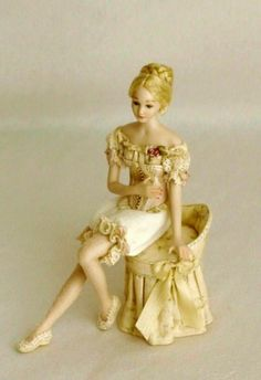 Ananda Miniaturas- Crinolina, personajes porcelana mujer
