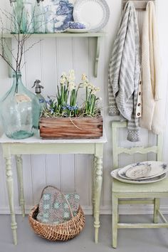 VIBEKE DESIGN-farmhouse style with hints of country green and blues