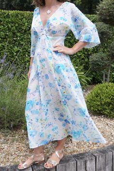 A new favourite pattern: the V9253 dress - Six Mignons Full Bust Adjustment, Skirt Set, Midi Skirt, Invisible Stitch, Bodice Pattern, Dress Patterns, Wrap Dress, Vogue, Sewing