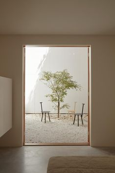 Inspired by Tadao Ando and Patrick Bateman's New York City apartment, architect Oliver du Puy has slotted a minimal, concrete house into a slim piece of land in Melbourne. Patio Interior, Cafe Interior, Interior And Exterior, Home Design, Interior Design, Architecture Design, New York City Apartment, Interior Minimalista, House Viewing