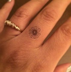 Tiny Daisy Finger Temporary Tattoo Tiny / Fake Tattoos / Set of 6 … – foot tattoos for women flowers Trendy Tattoos, Popular Tattoos, Small Tattoos, Tattoos For Women, Arm Tattoo, Tattoo Set, Tattoo Rings, Tiny Tattoo, Dove Tattoos