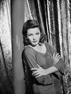 Gene Tierney In Laura 1944 Costumes By Bonnie Cashin Pictures Gene Tierney, Classic Hollywood, Old Hollywood, Laura 1944, Haunted Images, Turner Classic Movies, Vincent Price, Ethereal Beauty, We Movie