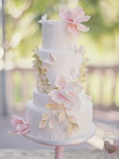 Sweet Things by Fi designed this beautiful wedding cake, inspired by Claire Pettibone's 'Papillion' wedding dress.