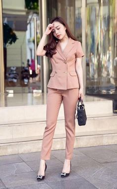 Casual Work Outfits, Office Outfits, Classy Outfits, Chic Outfits, Fashion Outfits, Fashion Tights, Abaya Fashion, Suit Fashion, Beautiful Suit