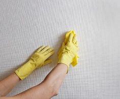 Aceto e bicarbonato sono praticamente due prodotti multiuso e tuttofare per le pulizie di casa, smacchiano i tessuti e aiutano a fare detersivi fai da te