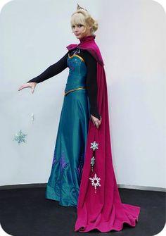 """Elsa"" cosplay from Disney's FROZEN -Dorci's Adventures Around the World-"