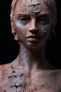 Corpo III (2014). Stone, iron and wax. © Christian Zucconi
