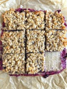 pan of mixed berry bars Fruit Crumble, Berry Crumble, Gluten Free Snacks, Gluten Free Cookies, Foods With Gluten, Gluten Free Breakfasts, Dairy Free Recipes, Whole30 Recipes, Gf Recipes