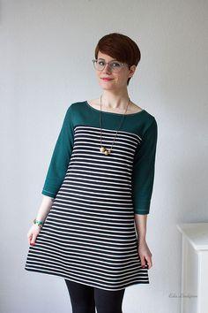 März-Finale von 12 letters of handmade fashion! Ich habe das Ottobre Woman Horizontal A-Linien-Kleid im Materialmix genäht: Wolle, Sweat und Leder.