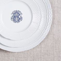 Explore modern to everyday vintage dishes perfect for your wedding registry. Custom monogrammed white china dinnerware made just for you! Choose from 5 colors & 3 fonts at https://www.sashanicholas.com/shop-all/weave-monogrammed-salad-plate/ | Wedding Inspiration & Ideas | Tablescapes | China