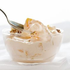 potluck is complete without this no-bake, east to make Peach Dessert Salad!No potluck is complete without this no-bake, east to make Peach Dessert Salad! Fluff Desserts, Jello Desserts, Dessert Salads, Oreo Dessert, Sweet Desserts, Easy Desserts, Delicious Desserts, Jello Salads, Fruit Salads