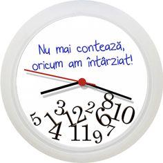 """Ceas pentru intarziati Ceas de perete cu mesajul """"Nu mai conteaza, oricum am intarziat!"""" Daca timpul nu mai are importanta, atunci orele sunt brambura si ele."""