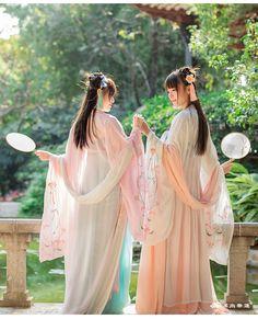 Chest-high Ruqun/襦裙, Daxiushan/大袖衫 (large-sleeve robe), and Pibo/披帛 (long scarf accessory) from 汉尚华莲/Hanshanghualian's Hanfu (han chinese clothing) collection.
