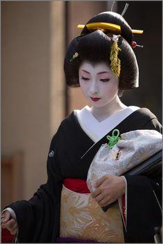 geisha-licious:  SHIGYOSHIKI 2013: geiko Kimika (SOURCE)