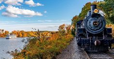 #FindFallFaster with a leaf-peeping trip on a vintage steam train 🚂 A ride on the @EssexSteamTrain follows the Connecticut River from Essex to Haddam, and returns on a riverboat, to give you the full effect of fall in the Connecticut River Valley. #CTvisit
