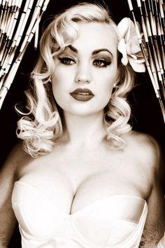 Jolee Blon, burlesque queen