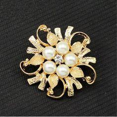 Elegant gold Flower Pearl Pin Brooch New Elegant gold Flower Pearl Pin Brooch. Size 4.4cm Jewelry Brooches