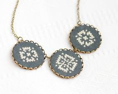 Statement necklace with 3 black and cream ornaments от skrynka