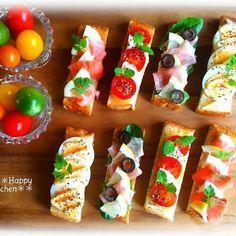 Un fingerfood tutto italiano: la bruschetta! Good Food, Yummy Food, Cafe Food, Macaron, Snacks, Food Presentation, Food Design, High Tea, No Cook Meals