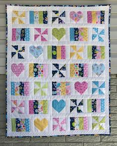 Girl quilts patterns - Hearts and Pinwheels Baby Quilt – Girl quilts patterns Pinwheel Quilt Pattern, Quilt Patterns Free, Chevron Quilt, Hexagon Quilt, Loom Patterns, Baby Girl Quilts, Girls Quilts, Quilt Baby, Baby Memory Quilt