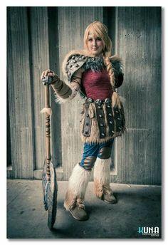 Astrid de Como Treinar o Seu Dragão Astrid Cosplay, Astrid Costume, Dragon Costume, Viking Costume, How Train Your Dragon, Cosplay Ideas, Epic Cosplay, Cosplay Outfits, Amazing Cosplay