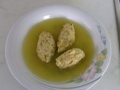Das perfekte Brez´n - Nockerl Suppe-Rezept mit Bild und einfacher Schritt-für-Schritt-Anleitung: Brezel in kleine Stücke reisen und mit heisser Milch…