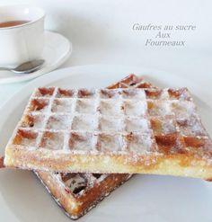 Les gaufres au sucre sur une base de pâte à choux. (http://www.aux-fourneaux.fr/gaufre-epaisse-et-croustillante-10180/)